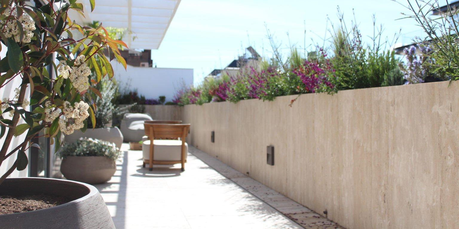 Proyecto de paisajismo en terraza con orientación sur en el Barrio Salamanca
